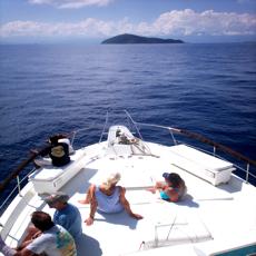 Roatan-investing Boat to Cayos