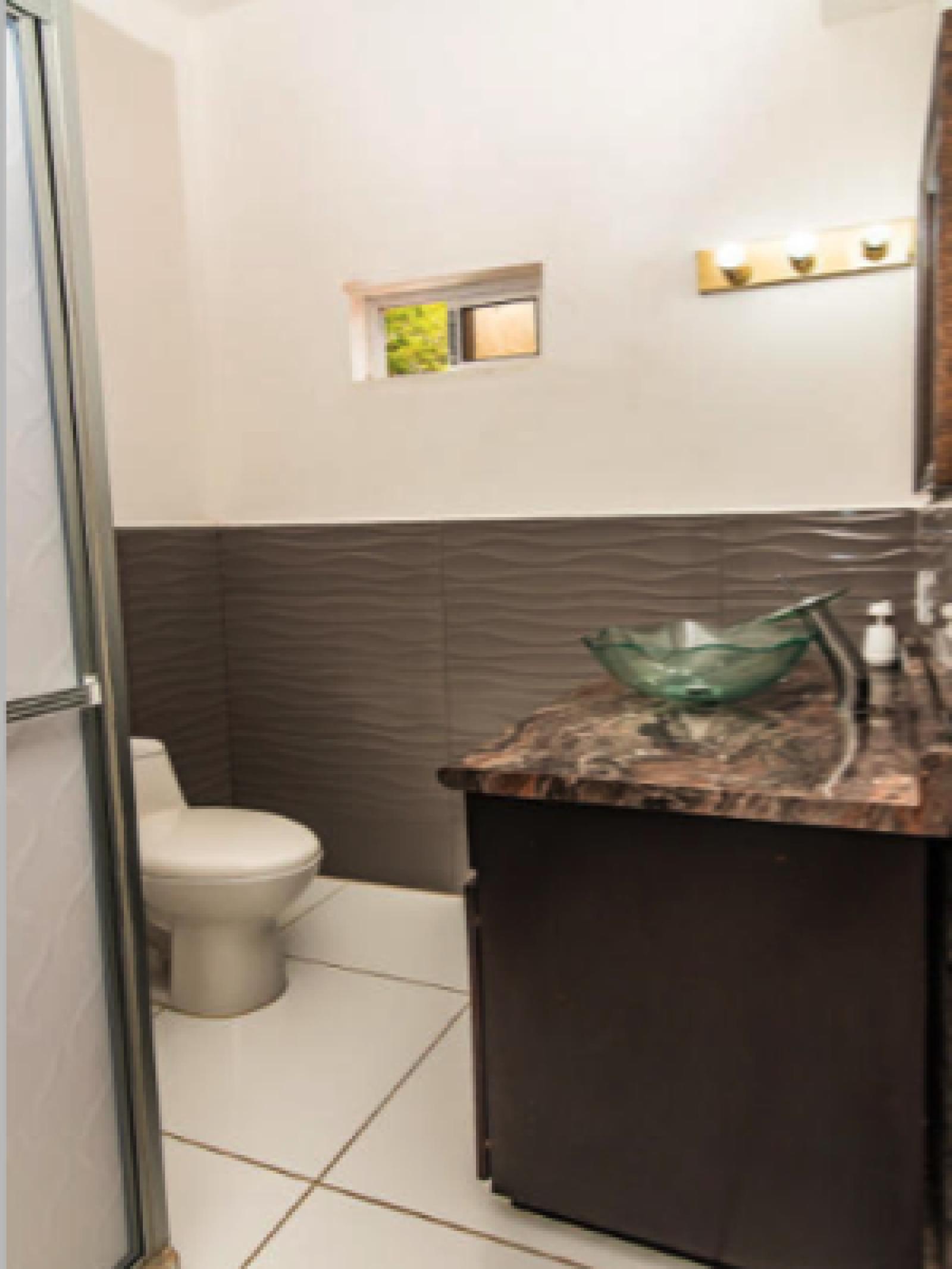 En-suite bathroom for West Bedroom