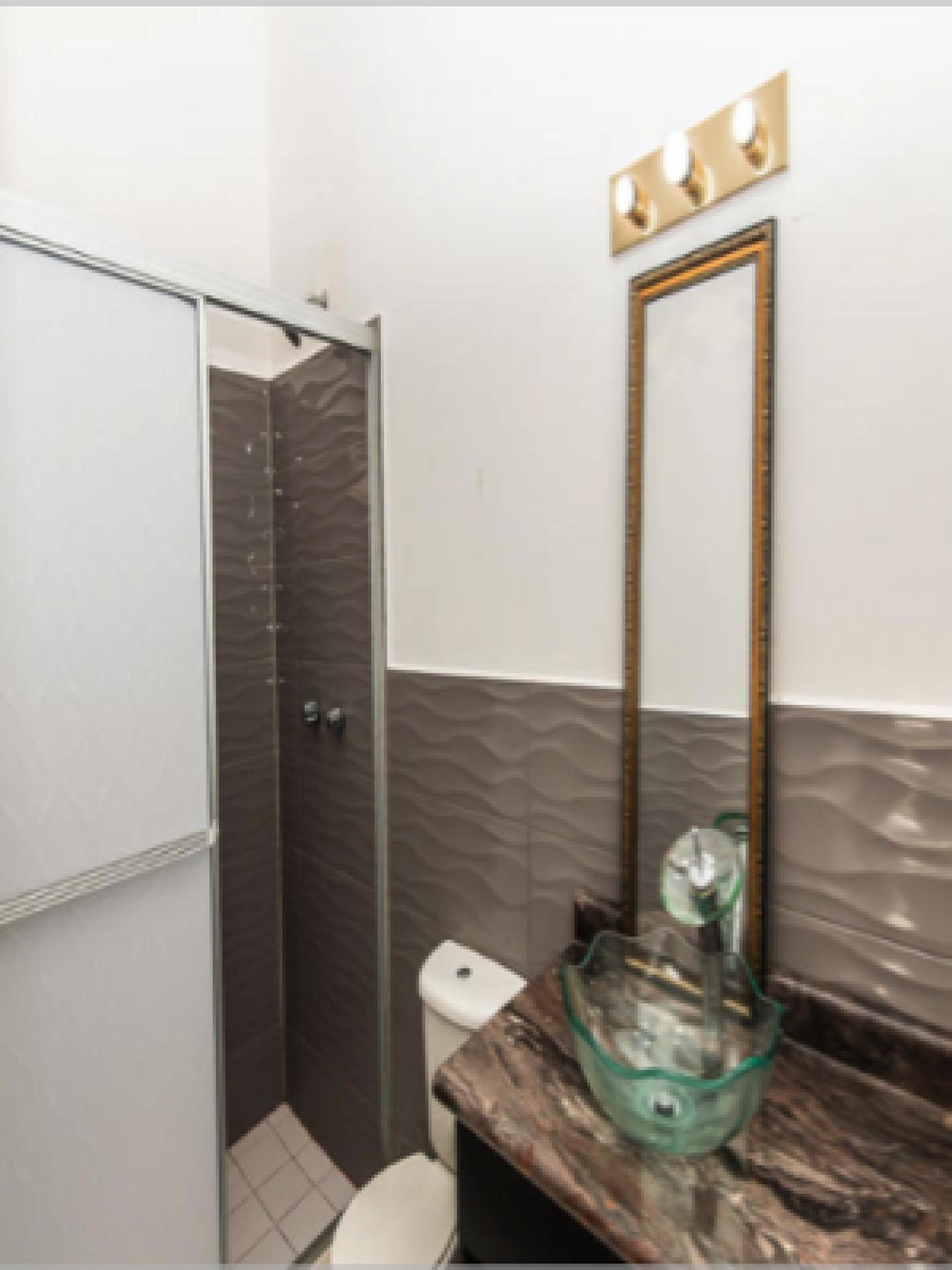 En-suite bathroom for East bedrooom